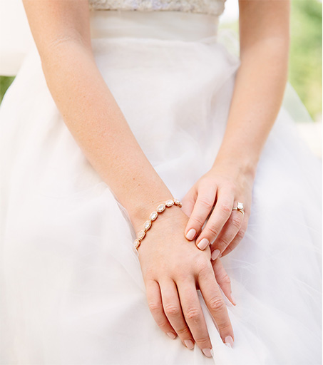 Kendra Scott Bridal Collection Cole Bracelet on a bride